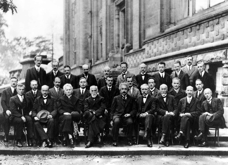 Biografi Albert Einstein - Ilmuwan Fisika Pencetus Teori Relativitas