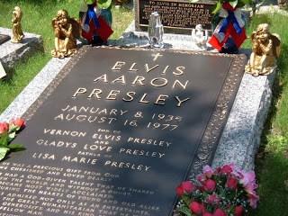 Elvis Presley s Grave elvis presley 3857595 800 600