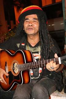 mbah surip2 - Biografi Mbah Surip