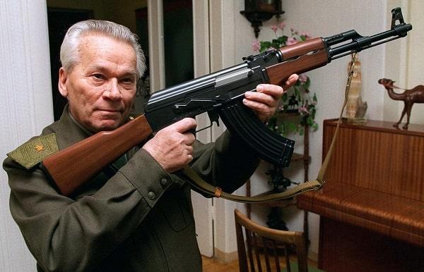 Biografi Mikhail Kalashnikov