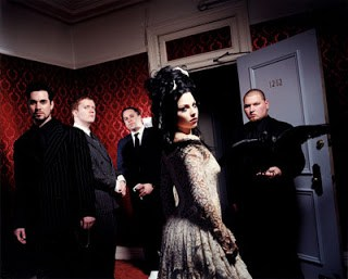 "evanescence evanescence 23965510 400 321 - Biografi Evanescence - ""Bring Me To My Life"""