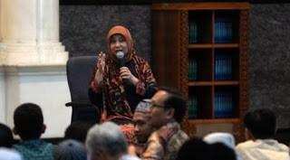 Biografi dan Profil Nurhayati Subakat - Kisah Sukses Pemilik Wardah Kosmetik