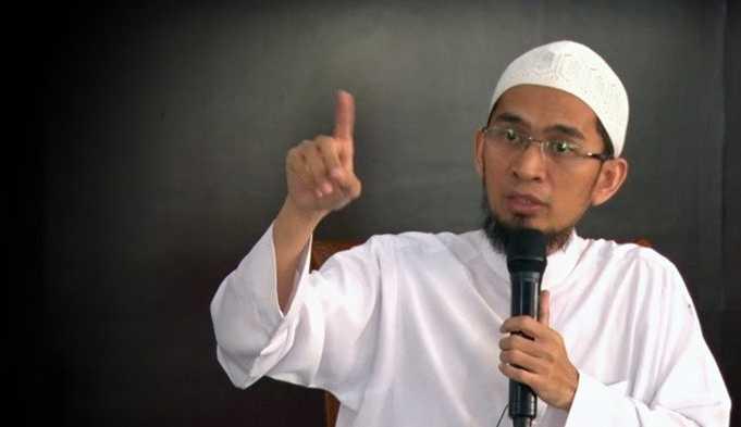Biografi Ustadz Adi Hidayat