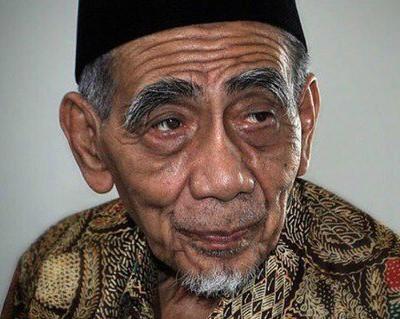 Biografi KH Maimun Zubair (Mbah Moen), Kisah Ulama Kharismatik